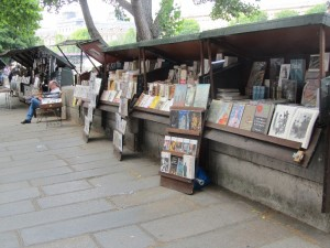 They are open air kiosks along the Seine