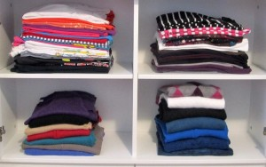 Top: T-shirts, long-sleeve T-shirts. Bottom: lightweight cardigans, lighter weight pull over sweaters